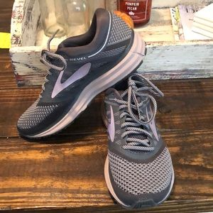 Brooks revel tennis shoes